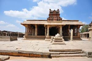 Храм Кришны вид спереди