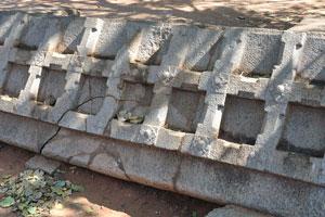 Древние каменные ворота
