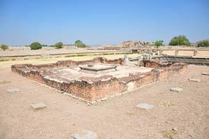 Фундамент храма возле общественной бани