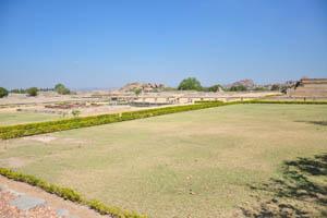 Зелёные поля вокруг Маханавами Диббы