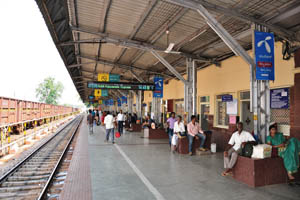 Станция Хоспет, прибывает экспресс 17226 Хубли-Виджаявада