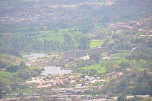 Вид от храма Обезьяны на Акведуку Букки