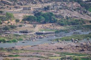 Храм на берегу реки Тунгабхадра