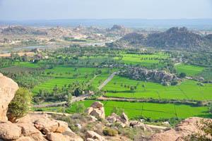 Роскошный зелёный ландшафт Хампи