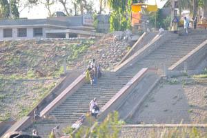 Лестница на южной стороне реки