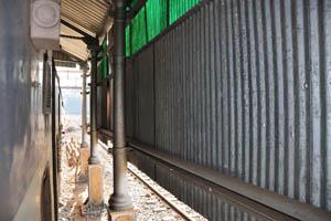 Железнодорожная станция Кастл Рок, крыша над железной дорогой