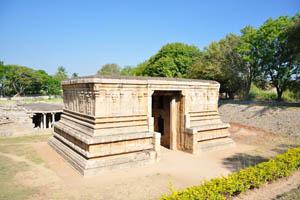 Этот храм посвящен господу Шиве