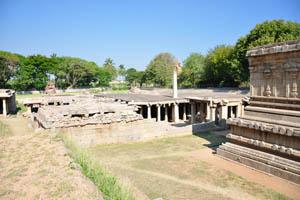Этот храм был построен на много метров ниже уровня земли