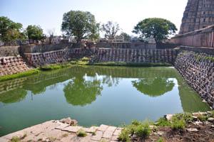 Священный бассейн храма