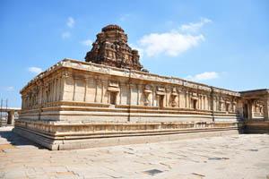 Тыльная сторона храма Виттала