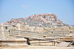 Вид на храм Обезьяны из храма Виттала