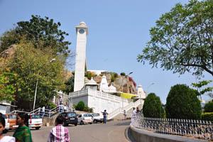 Храм Бирла располагается на холме Наубас Пахад