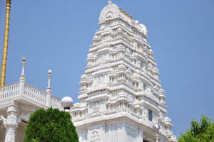 Райя Гопурам был построен в южно-индийском стиле
