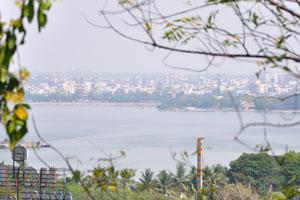 Озеро Хуссейн Сагар, вид с Бирла Мандир