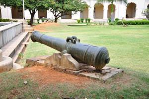 Древняя пушка