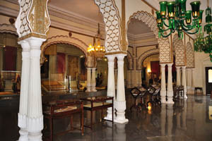 Зал внутри Афтаб-Махал