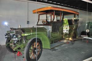 Ретро-автомобили: древний королевский автомобиль