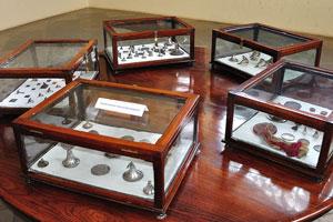 Древняя коллекция ювелирных украшений и колокольчиков