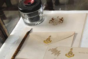Древние ручки и конверты