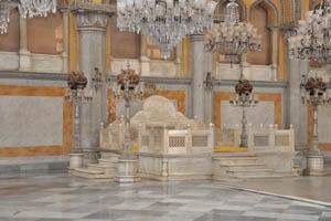 Тахт-э-Нишан (Королевская резиденция) в зале Дурбар