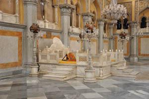 Оранжевый матрас королевского сиденья