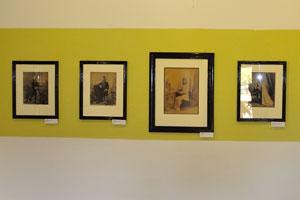 Желтый зал с портретами