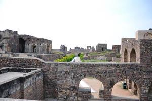 Рангеен Махал, Наккар Кхана и мечеть Тараматхи