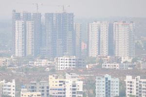 Строительные краны поднялись над городом