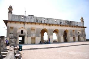Самое высокое здание форта
