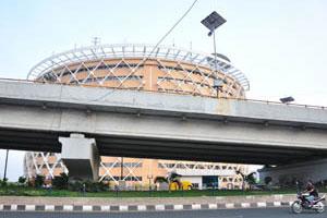 Вид на Кибер Башни с эстакады ХАйТЕК района