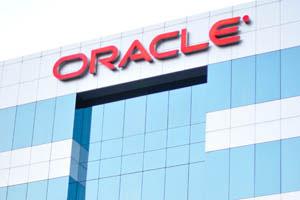 Оракл - название компании над входом