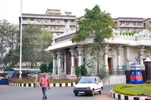 Секретариат Андхра-Прадеш находится напротив парка