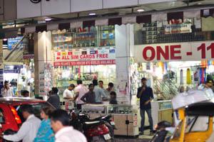 Один-11, Торговый центр Абидс, Чираг Али Лэйн