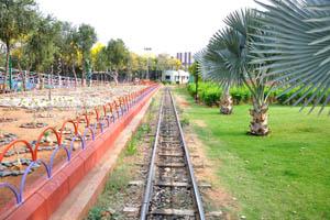 Железнодорожный путь небольшого поезда