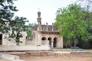 Область Кутб гробниц, мечеть