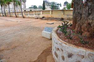 Гробница 5-го короля Мохаммеда Кули Кутб Шаха, указатель