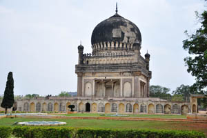 Гробница Мохаммеда Кули Кутб Шаха 5-го, который правил с 1580 до 1611