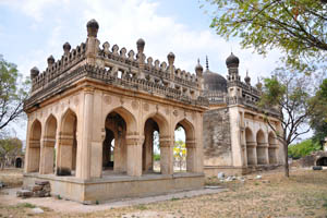 Комплекс Кутб Шахи гробниц закрыт по пятницам
