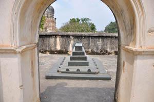 Гробница Ибрагима Кутб Шаха 4-го, небольшая гробница