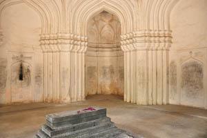 Гробница Ибрагима Кутб Шаха IV,стены внутри