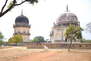 Гробница Кули Кутб Шаха I и гробница Джамшеда Кули Кутб Шаха