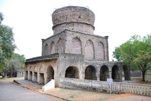 Неполная гробница Мирзы Низамуддина Ахмеда