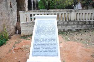 Неполная гробница Мирзы Низамуддина Ахмеда, надпись