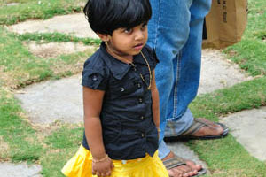 Симпатичная маленькая девочка