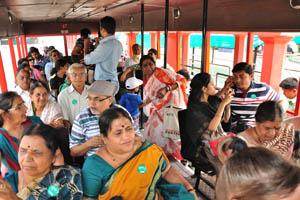 Внутри экскурсионного автобуса