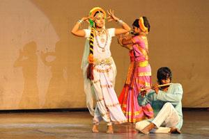 Дух Раможи - красивые индийские танцоры