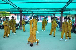 Танец с акробатическими элементами