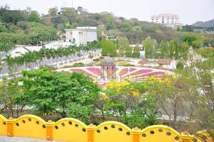 Сад Харизма, вид из Фундустана