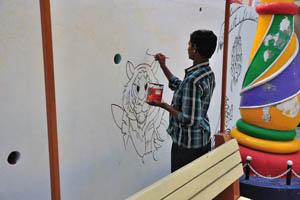 Художник в процессе работы рядом с Борасура