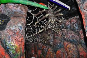 Борасура: пауки в темноте